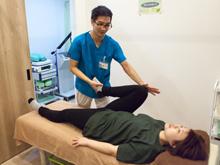 千束整骨院の治療の様子